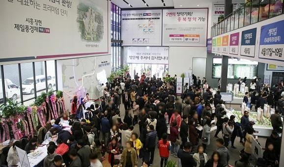 지난 3월 시흥 장현지구에 분양한 '제일풍경채 에듀&센텀' 견본주택 현장. /제일건설 제공