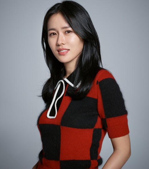 <p>Outside the camera What is Son Ye-jin like? I like to eat, lying on the sofa all day and the order of the house that does not move. Even at the moment when there is no work, it is a quiet person who has not rested just by Exercise.</p><p>Son Ye-jin, who met with the movie Negotiation (Director: Lee Jung Seok), said, Ive been Exercise this morning, I have been in the same studio every year for Pilates 10 years.</p><p>Son Ye-jin said, When I do not have a piece of work I go a lot of Overseas Travel, where my acquaintance lives and eats and walks and heals me, when I am in Korea I am almost home, Exercise is missing In other words, I will show movies and books and sometimes continue to the sofa. </p><p>I do not eat until the rest, I like eating before (laugh) There are lots of good things to eat and I have to eat not only can I live this way? (Laugh)</p><p>Negotiation is the movie that drew a story where the worst hostage play in history in Thailand occurred, crisis Negotiation ceased to stop the hostage crime minceg (Hyun Bin) within the time limit Hachaeyun (Son Ye-jin) began Negotiation for the rest of the time.</p><p>Son Ye-jin told the satisfaction that Chon Chong Han tense feeling that the scenario of Negotiation was holding continued as it was on the screen. It can also be seen during the contested competition that will be released on September 19th.</p><p>Is there a genreally pleasant thrill with Kosi Negotiation is not big? (Laugh) Some people cried in the second half of the movie. I think that it is the greatest advantage that we can submerge without thinking anything. </p>