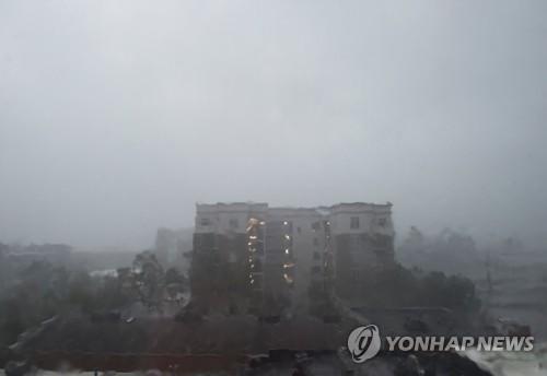 비가 쏟아지는 노스캐롤라이나 윌밍턴 [AFP=연합뉴스]