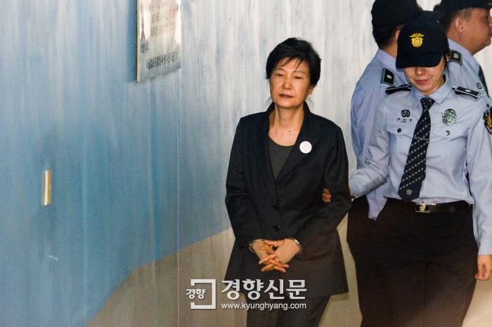 """법무부 """"박근혜 전 대통령 식사 거르거나 밤잠 설치지 않아"""" 언론보도 반박"""