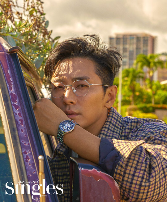 <p>Fashion magazine singles comes on October 3, released the Hawaii fashion picture of Ju Ji-hoon actor Ju Ji-hoon who spread the performances with the film Dark Figure of Crime to be released.</p><p>In this photo book released on September 20, Ju Ji-hoon is a story behind a perfect digestion of the FW look which I solved refreshingly, aiming the female heart of the female staff at the shooting site.</p><p>Actor Ju Ji - hoon, who went up with a god in the series with the gods, appeared in various topics this year, acting as a diverse topic, diverging overwhelming presence, believing and solidifying his position as an actor.</p><p>In particular, he plays a murderer in the movie Dark Figure of Crime scheduled for release on October 3, challenging a strong character that was not seen before.The movie Dark Figure of Crime is a criminal This Is A True Story police who dealt with a murderer confessioning seven additional murders in prison and a criminal story that trusts confession and chases the case.</p>