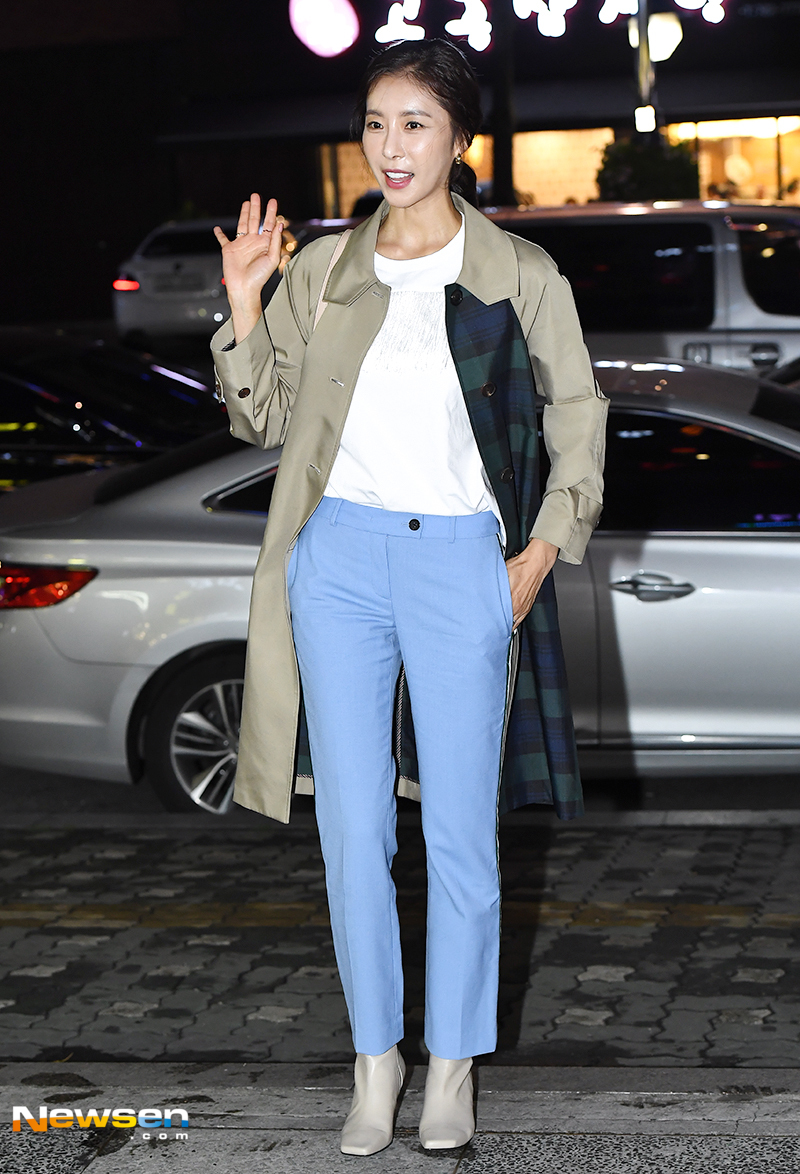 <p>SBS Weekend Drama If it says to her, Zong Bang Yong was held at a restaurant located at Yeouido-dong in Seoul Yeongdeungpo Ward on September 20 th afternoon.</p><p>Actor Han Eun-jung this day participated.</p><p>On the other hand, If it says to her, (Directing Bakugimyeongol, Screenwriter Bak-On Hui) took advantage of life to live Face / Off class Cosmetic Surgery, but a woman who just lost memory due to aftereffects of surgery Sweetly blood mystery melodrama that spreads fragmented and puzzles of memory together.The TV will be over on the coming day.</p>