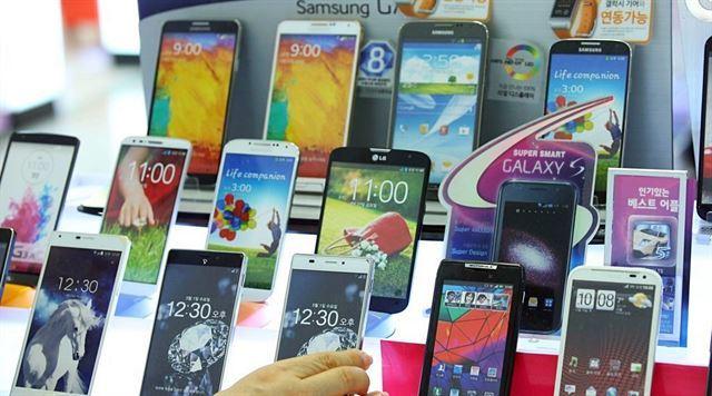 [단독] 용산 5분의1 가격 삼성 신상폰.. 뜯어보니 중국산 부품 하우징폰