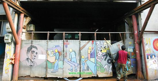 문래동에선 벽면에 그려진 개성 넘치는 그라피티 작품들을 쉽게 볼 수 있다.