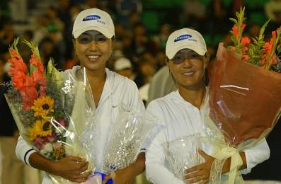 2004년 코리아오픈에서 한국 선수 최초로 WTA 복식 우승 차지한 전미라와 조윤정