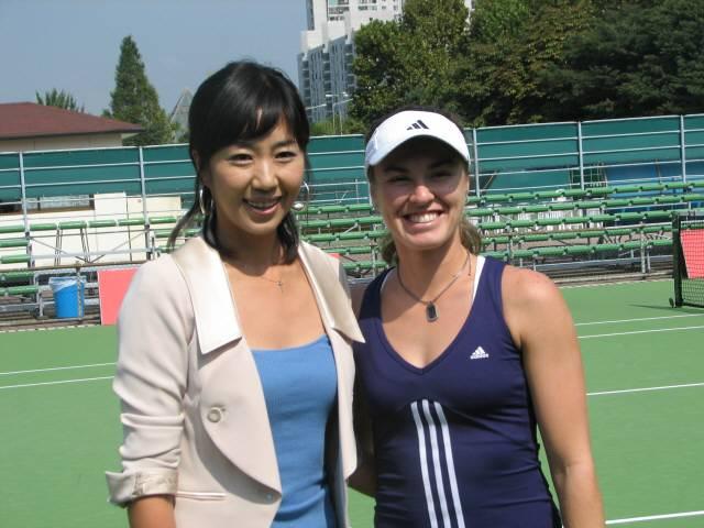 2006년 코리아오픈에서 재회한 전미라와 마르티나 힝기스,