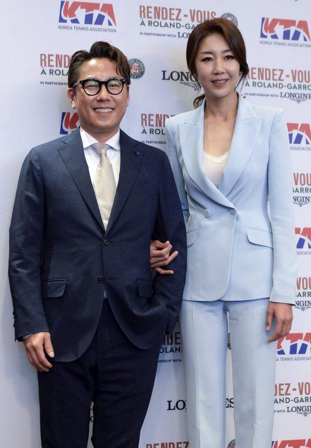 프랑스오픈 홍보대사로 활동하던 전미라와 윤종신 부부.