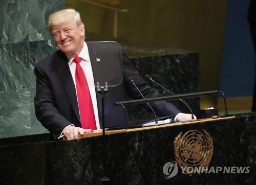 25일(현지시간) 미국 뉴욕 유엔본부에서 유엔총회 연설을 하던 도중 청중들의 반응에 웃고 있는 도널드 트럼프 미국 대통령 [EPA=연합뉴스]