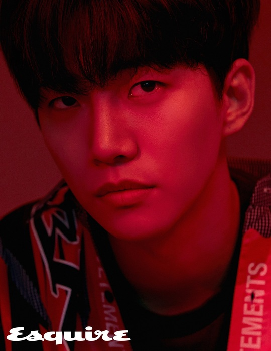 <p>Lee Joon-hos charismatic eye-catching fashion picture was released.</p><p>Lee Joon-ho recently announced his 10th anniversary with his recent appearance in the October issue of Esquire magazine.</p><p>On September 4th, it was the 10th anniversary of Lee Joon-hos debut with 2PM. Lee Joon-ho said in an ongoing interview, I thought I would spend 10 years in this job at the time of my debut, but 10 years later, I realized that 10 years was not easy, I told a deep story.</p><p>Recalling the debut fans memories of what was called ambition, he said, I got a nickname like this when I tried to do well in an entertainment program. Ten years ago, I feel like I want to do well. Ive screwed up, Ive never done anything wrong. I am glad that I am greedy. If not, I would not have been a singer or actor like this. </p><p>More photos and interviews with Lee Joon-ho, who are currently enjoying the pleasure of Cattle turnover, can be found in the October issue of Esquire.</p><p>On the other hand, Lee Joon-ho made his debut as a 2PM artist in 2008, and he has established himself as an artist with his own unique colors. It has enjoyed great popularity in Japan and has been releasing solo recordings and tour concerts every summer since 2013</p>