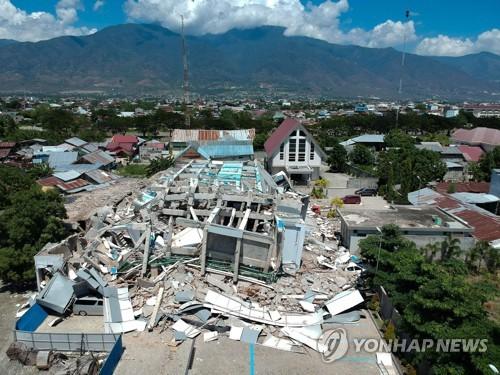 강진으로 무너져내린 인도네시아 술라웨시섬 팔루시 시내 한 호텔 [AFP=연합뉴스]