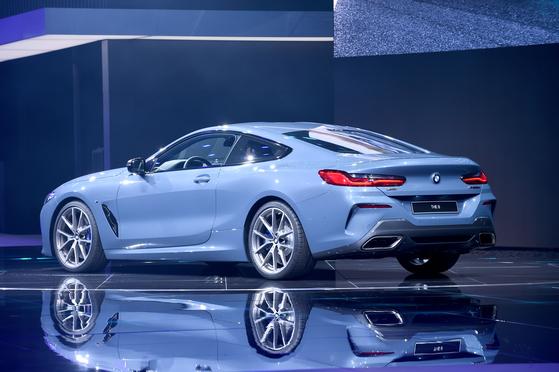 BMW의 럭셔리 스포트 쿠페 8시리즈.20년만에 2세대 신형 8시리즈로 돌아왔다. BMW의 최상급 차량이다.
