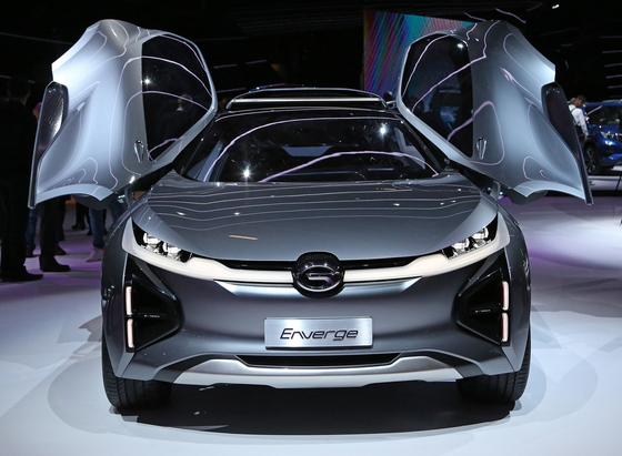 광저우자동차는 중국 자동차 브랜드로는 처음 파리모터쇼에 참가했다.차량 문이 날개처럼 열리는 엔버지 크로스오버 컨셉트카(사진)와 주력 모델인 SUV를 전시했다.[UPI=연합뉴스]