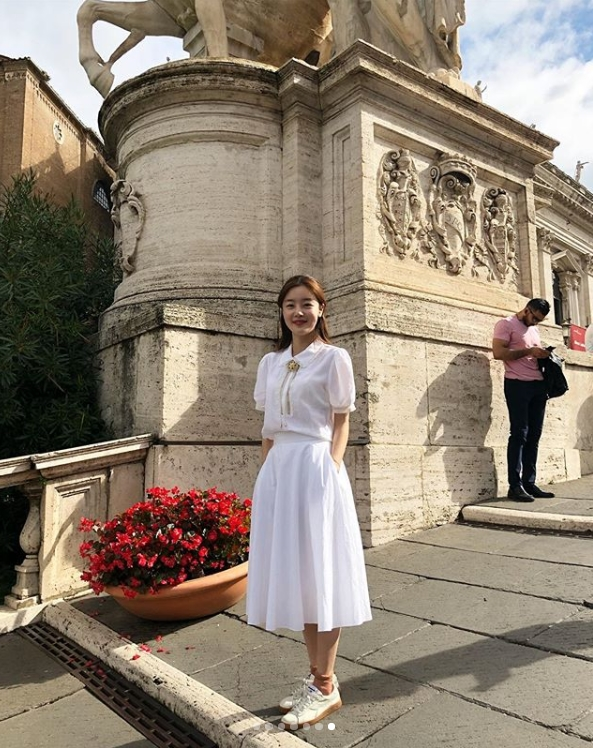 <p>Actor Han Sunhwa from Group Secret celebrated his 29th birthday in Rome.</p><p>Han Sunhwa posted several pictures on his October 9th instigram with an article entitled Thank you so much for your trip, the 29th birthday in Rome.</p><p>Inside the picture was a picture of Han Sunhwa holding a cake. Han Sunhwa is smiling shyly. In another photo, Han Sunhwa, who walks in front of the Colosseum, has a clean appearance.</p><p>The fans who responded to the photos responded Happy Birthday, Being more beautiful and Beautiful.</p><p>Han Sunhwa is resting after appearing in the MBC drama Daeril husband ODoki last May.</p>