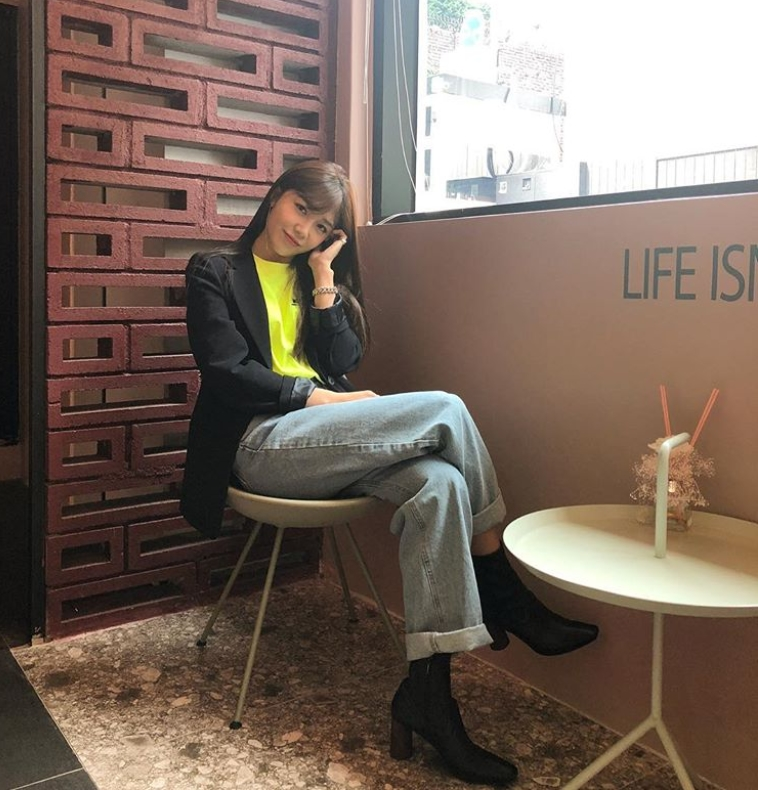 <p>Jung Eun-ji, a pink member of the group,</p><p>Jung Eun-ji posted his photo on October 9 with his article Concert is not much left in his instagram.</p><p>Inside the picture was Jung Eun-ji, who enjoys relaxing in Caffè macchiato. Jung Eun-ji dressed in jeans and a black jacket. Jung Eun-jis beautiful eyes are outstanding.</p><p>The fans who responded to the photos responded, I think Im transformed into an image, I am expecting Concert very much, and It is too beautiful today.</p><p>Jung Eun-ji will hold a solo Concert Hyehwa station at the Yonsei University Auditorium on the 13th and 14th.</p>