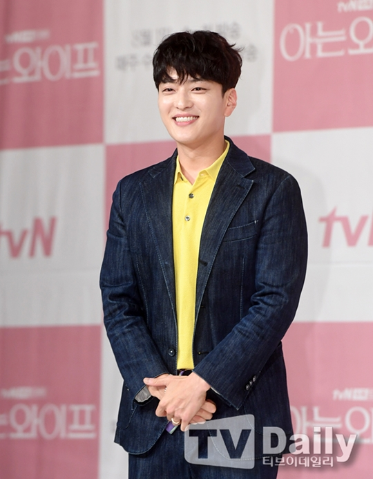 <p>Actor Jang Seung-jo is reviewing Boy friend.</p><p>On August 10, Neos Entertainment said, It is true that Jang Seung-jo has been offered to appear on cable TV TVN new boy drama Boy friend (play Yoo Young-ae and Park Shin-woo).</p><p>Boy friend is a daughter of a politician who depicts the beautiful and sad fateful love story of a jaebeol daughter-in-law, Song Hye-kyo, who has never lived her life for a moment, and a pure young man Kim Jin-hyuk .</p><p>Jang Seung-jo is said to have been proposed as the former husband of Song Hye-kyo and chaebol son Jung Woo-suk.</p><p>Jang Seung-jo, who played an active part in My Daughters Woman, Medal of Honor, and Money Flower, received a great love with another attraction through TVN Knowing Wife recently. It is hoped that Jang Seung-jo will confirm the appearance of Boy friend and show another transformation.</p><p>Boy friend is scheduled to be broadcast first in November.</p>