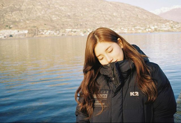 <p>Bae Suzy gave a nice update.</p><p>Bae Suzy uploaded a photo on October 11 with an article on Flu Care on his instagram.</p><p>Inside the picture is a picture of Bae Suzy closing his eyes when spraying in the background of the lake. Small body and small face that fits in big padding are impressive. A clean atmosphere also captures Sight.</p><p>Meanwhile, Bae Suzy meets viewers with SBS drama Vagabond</p>