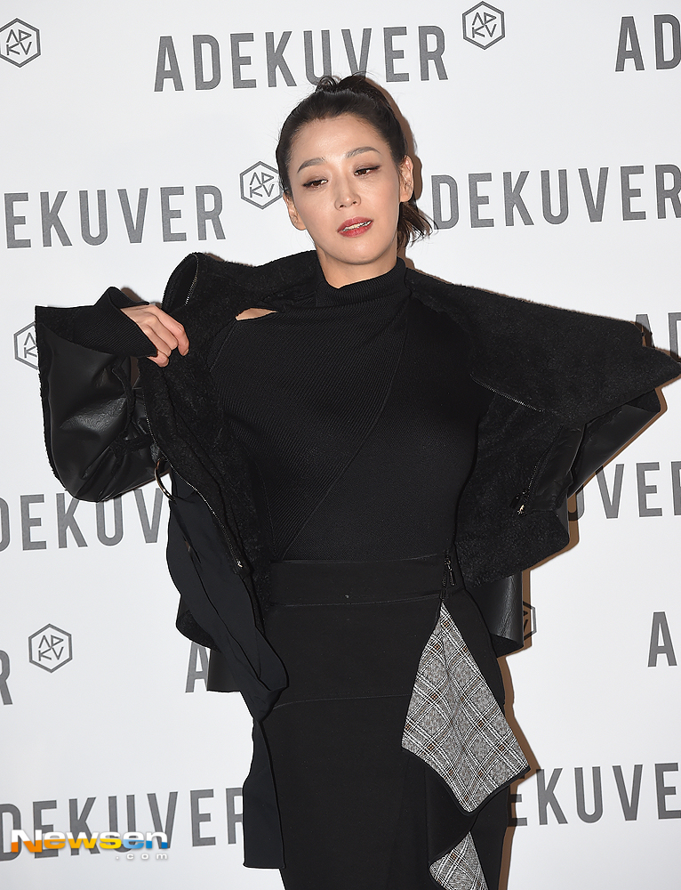 <p>The photo call of Adecube Flagship Store launch event was held at the Road to Dosan Horum Art Center in Gangnam-gu, Seoul, on the afternoon of October 11th.</p><p>Actor Han Go-eun is posing this day.</p>