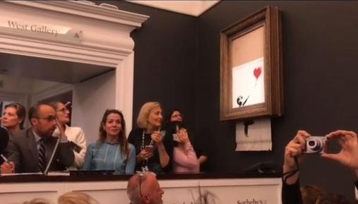 뱅크시는 자신의 인스타그램에 2018년 10월 5일 유럽 소더비에서 진행된 경매 현장에서 자신의 그림 '풍선과 소녀'가 낙찰돼자 그림을 파쇄하는 퍼포먼스를 펼쳤다. /뱅크시 인스타그램