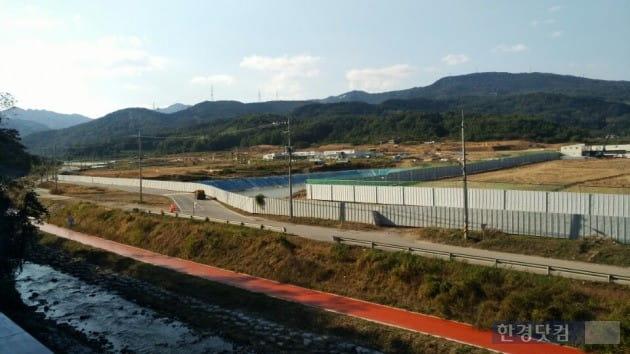 우미건설 '경산 하양지구 우미린' 부지(우측)과 체육공원 부지. (사진 김하나 기자)