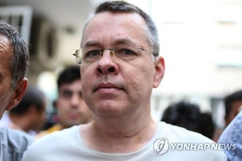터키 법원 결정으로 2년 만에 석방된 미국인 목사 앤드루 브런슨 [AFP=연합뉴스]