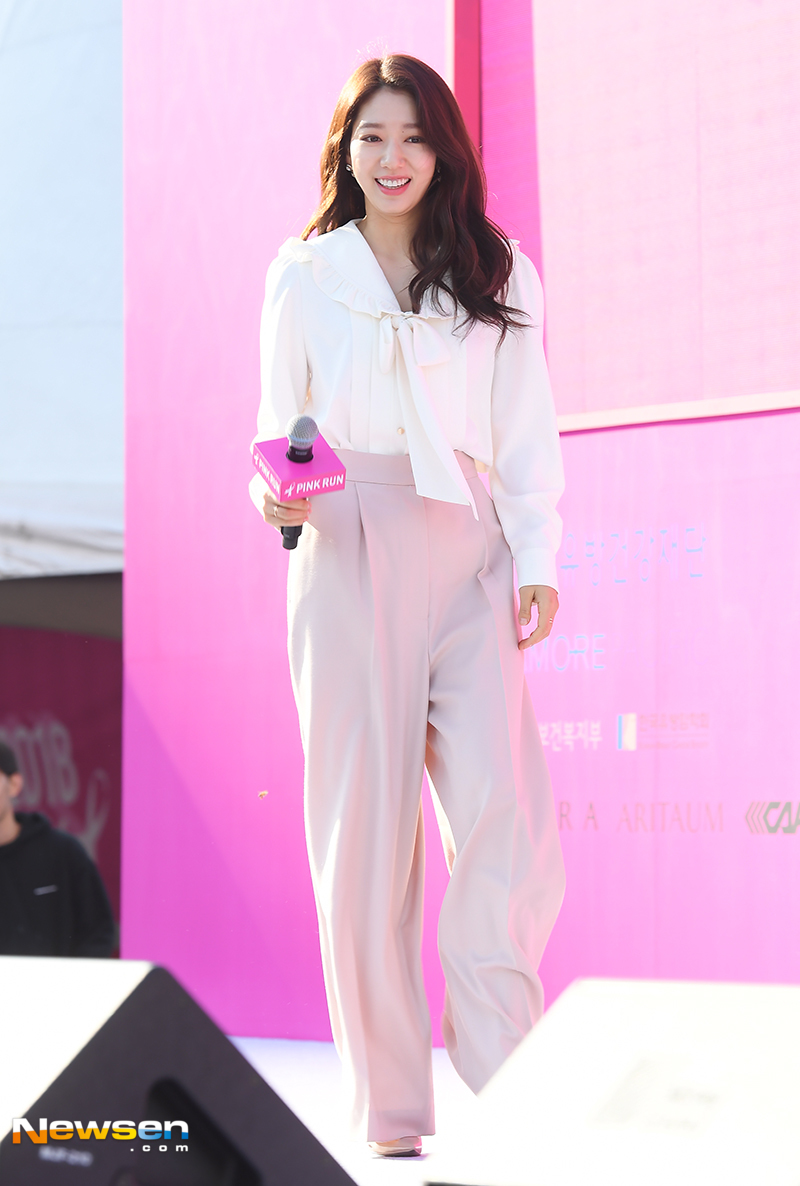 <p>The 2018 Pink Run Seoul Competition was held on October 14 at Yeouido-dong Yeouido Park, Yeongdeungpo-gu, Seoul.</p><p>Actor Park Shin-hye attended.</p>