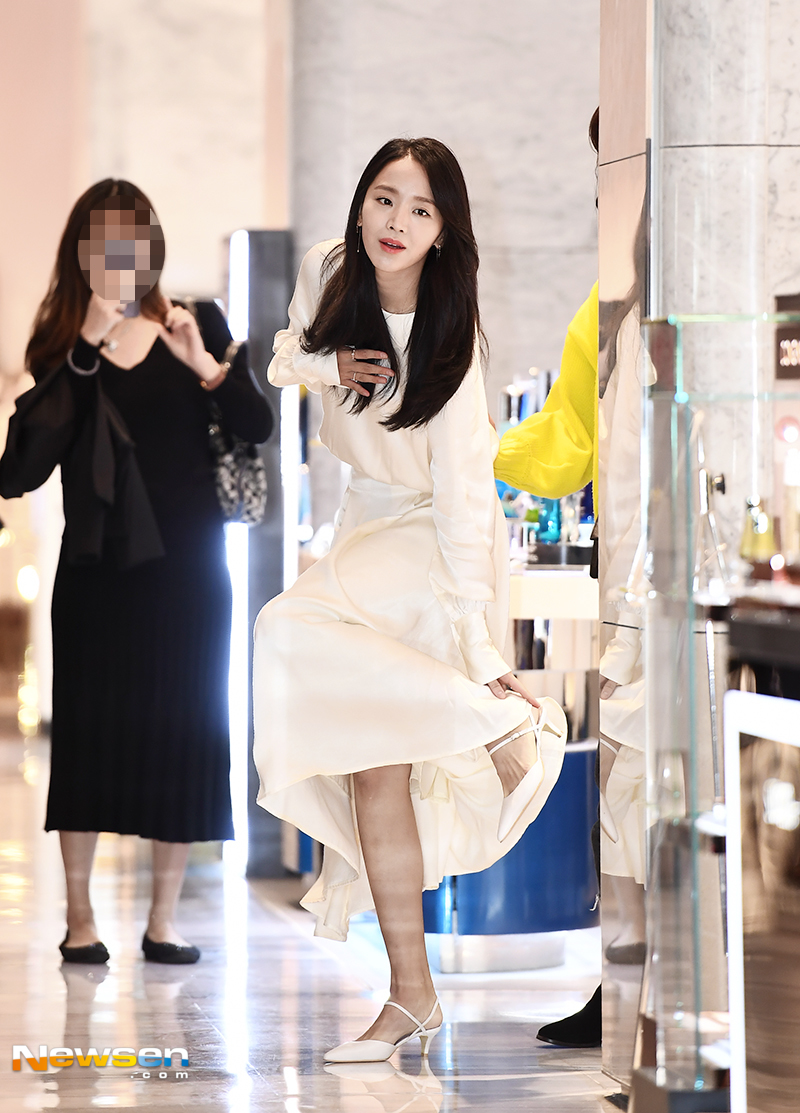 <p>Jewelry Brand Lovecats Bijou (LUVCAT BIJOUX) Muse Shin Hye-sun Tur-Bros / The Snailman was held at Chunho Store in Seoul Hyundai Department Store on October 14th.</p><p>Actor Shin Hye-sun attended.</p><p>On the other hand, Shin Hye-sun has been loved by the masses with the role of Woo-ri, a woman who woke up at the seventeenth day of the thirty-seventh era of SBS drama Thirty Thousand but Seventeen.</p>
