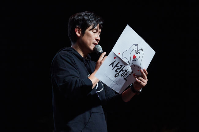 <p>Actor Sol Kyung-gu has successfully completed his first Love Without Love (Live at Summer Vacation / 08).</p><p>Sol Kyung-gu opened its first Love Without Love (Live at Summer Vacation / 08) on July 13th in Seoul 24th Live Hall and spent 150 minutes hot with 1,000 fans.</p><p>Love Without Love (Live at Summer Vacation / 08) Love Without Love (Live at Summer Vacation / 08) Sol Kyung-gu showed a fan meeting for 150 minutes of dancing, talk, and event, followed by a surprise high touch after the show, I expressed my gratitude by holding hands with my fans.</p><p>Sol Kyung-gu is a special place where Sol Kyung-gu gives an unlimited gratitude to the warm love that Thousand received. This time, Love Kyung-gu, who appeared on the stage calling the place where the wind blows, Love Without Love (Live at Summer Vacation / 08 I heard that there are a lot of fans coming to the scene early, I prepared warm tea and snacks for you, but I do not know if you enjoyed it. But I will do my best today as I am determined for my fans. </p><p>At the Live Without Summer Vacation / 08, Sol Kyung-gu, which started with Park, Kyung-lim, poured all of his own into his 150 minutes. We communicate with the fans through quiz and we give our best to various orders of Park Kyung Lim who expressed the hearts of the fans and enthusiast fans with the instant dancing that is first introduced after their debut. It was also.</p><p>Actor Kim Nam-gil, who co-starred with Byeong Sang-hyun of Byeon Han-dan and Memory of Murderer, cheered Sol Kyung-gu as a guest. Both of them came up to the stage with the request of Sol Kyung-gu, Love Without Love (Live at Summer Vacation / 08), Thousand Idol Kim Nam-gil said, I am very happy and wonderful, because I met in public memories of enemies and murderers. I am very happy to be doing Vacation / I am also grateful to my fans for their happiness and feelings, and together with my testimony, I celebrated with Love Without Love (Live at Summer Vacation / 08).</p><p>The