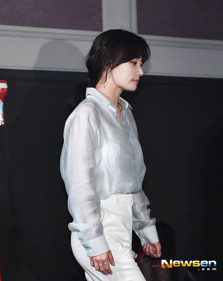 <p>The premiere of the film Perfect Tain was held at the Lotte Cinema World Tower in Songpa-gu, Seoul, on the afternoon of October 16th.</p><p>On this day, Lee Seo-jin, Kim Ji-soo, Song Ha-yoon, Yun Kyung Ho, and Lee Jae-kyu attended the ceremony.</p><p>The film The Perfect One is a film about the story of The Game, which forces a phone call, text, and Kakao Talk coming to a cell phone for a limited time in a perfect looking couple.</p>