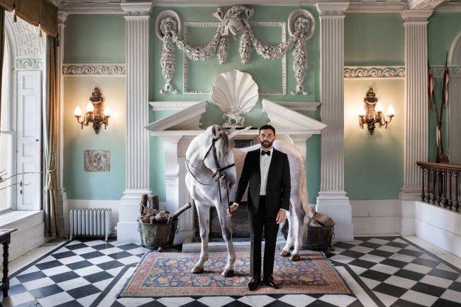 올해 3월 버버리의 크리에이티브 디렉터(CD)로 임명된 이탈리아 디자이너 리카르도 티시. [사진=버버리 인스타그램 공식 계정]