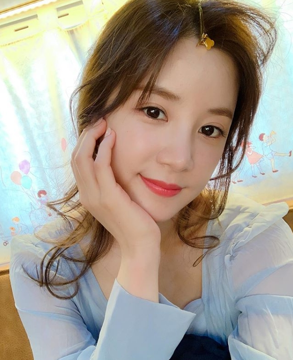 <p>A Pink Park Cho-rong has released a welcome update.</p><p>Park Cho-rong posted a picture on his Instagram on Oct. 18 with an article titled Coming soon.</p><p>Park Cho-rong in a public photo boasts a goddess wearing a One Piece in the sky. The tongue pin on the crown brings out the sweetness.</p><p>The fans who came across the photo responded to the question, What is happening in Korea? And It is beautiful.</p>
