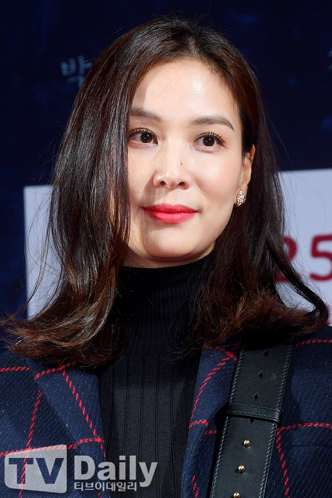 <p>Red Carpet and Halloween Night premiere was held at Megabox COEX, Samseong-dong, Gangnam-gu, Seoul on the afternoon of the 18th.</p><p>Actor Ko So-young attends the premiere on the Red Carpet.</p><p>Jang Dong-gun, the prince of Lee Jung-hyun (Hyun Bin) who returned to the Korean peninsula, and Jang Dong-gun, who is about to devour Joseon, Open the door.</p><p>Red Carpet Event</p>