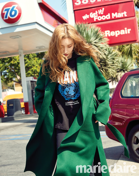 <p>Singer Sunmi boasts a unique charm that does not know the limit.</p><p>The November issue of the Korean Independent Animation Film Festival unveiled Sunmis energetic LA picture.</p><p>Sunmi, in the public footage, completed a supernatural fashion that seemed to match the casual Black Panther hoody with the Vivid green colored reversible coat.</p><p>More images by Sunmi, an artist whose endless appeal can be found in the November issue of the Korean Independent Animation Film Festival and the website of the Korean Independent Animation Film Festival</p>