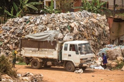 우간다의 쓰레기 수거차량.