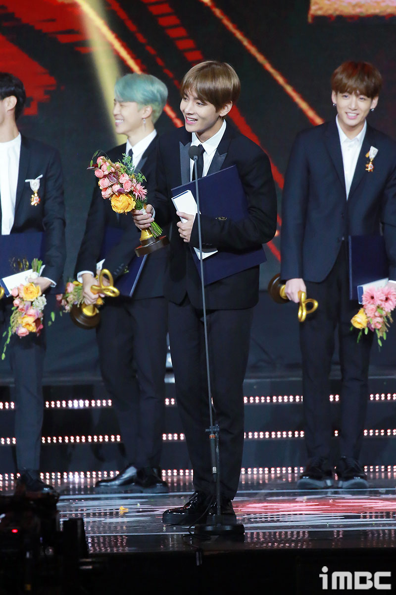<p>Boy Group Dark & ​​amp; Wild (BTS) attended the 2018 Korea Popular Culture and Art Prize held at the Olympic Hall in Baji-dong, Songpa-</p><p>iMBC Imation | Photo image</p>