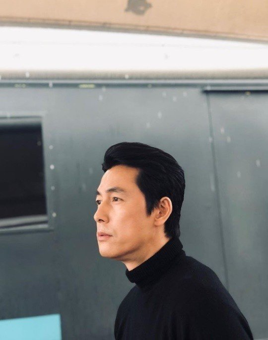 <p>Jung Woo-sung posted a picture on his 27th day of the month without any words on his instagram.</p><p>Jung Woo-sung in the public photo is staring at somewhere and boasts of a beautiful visual that turns Snowy Road off. The fans were impressed by their perfect profile.</p><p>The netizens who saw it reacted such as It is wonderful today, It is true even if a man sees it and It looks crazy.</p><p>Meanwhile, Jung Woo-sung appeared in the recently released movie Jin-Roh: The Wolf Brigade.</p>