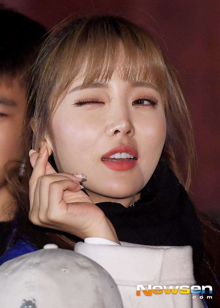 <p>Singer Hong Jin Young attended Chugai Travel, a commentary service with a multicultural family in Changdeokgung, Jongno-gu, Seoul, on October 31st.</p><p>Singer Hong Jin Young poses on this day.</p>