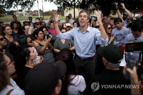 공화당 크루즈 의원과 텍사스 상원선거에서 대결하는 오루어크 민주당 후보 [AFP=연합뉴스]