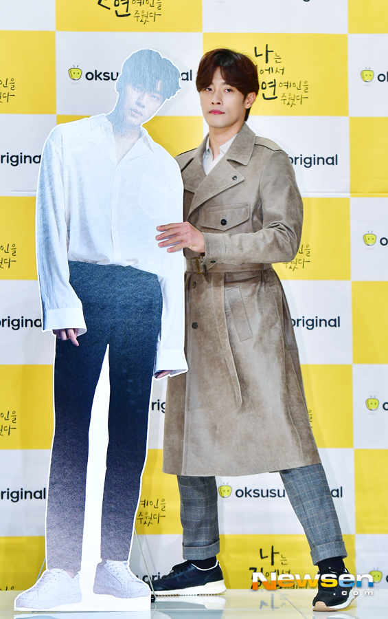 <p>Maize Original drama I picked up an entertainer on the road production presentation was held at Amris Hall in Times Square, Youngdungpo, Seoul on the afternoon of November 1.</p><p>On this day, Kwon Hyuk-chan, Sung Hoon, Kim Ga-eun, Park Soo-ah (Ridge), Jiho Sung,</p><p>Kim Ga-eun is a comic comic incarceration romance that draws a world star, Sung Hoon, on the road, and is depicted as I picked up an entertainer on the road.</p>