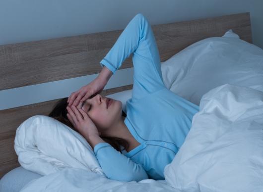잠 못 자면 살찐다? 수면 부족과 비만의 관계