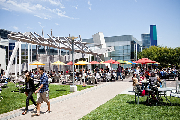 ⓒGoogle 갈무리 미국 대학생에게 가장 인기 있는 직업으로 소프트웨어 엔지니어가 꼽혔다. 아래는 미국 실리콘밸리에 위치한 구글 사무실.