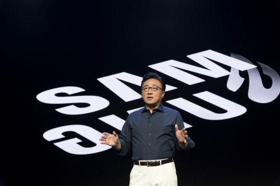 7일(현지시간) 미국 샌프란시스코 모스콘센터에서 열린 '삼성 개발자 콘퍼런스 2018'에서 삼성전자 IM부문장 고동진 사장이 기조연설을 하고 있다. 뉴시스