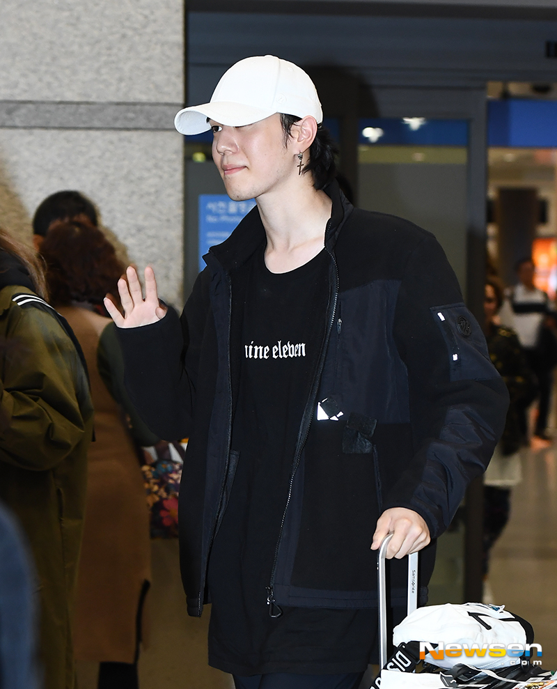 <p>Freshly seven Yugyeom the SBS Law of the jungle in Northern Mariana Islands easy shooting and 11 11 p.m. Incheon International Airport No. 2 passenger terminal, through immigration.</p><p>This day, Yugyeom, this Arrival point in the walk.</p>