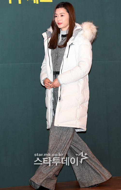 <p>13 am Seoul Jung-GU sogong-Dong Seoul Western Chosun Hotel opened in the warm World Campaign, attended by actress Jun Ji-hyun in this pose.</p>