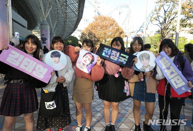 <p>[Tokyo=] and Jo Yoon s correspondent = 14, the BTS(BTS)of the second day Tokyo Dome concert is the day before more than a open in the start. This day also fans from morning performances in the line began with the extension installed in front of the BTS souvenir sale place the foot where there is no gap.</p><p>The day before the return to Korea; Tokyo Dome in front of 1 person protests was the Japanese right-wing people are the day did not look. In Japan, debut 4 years 5 months in Tokyo Dome foray is successful, the BTS wait for fans of the hilarious voices full of the festival.</p><p>Yesterday the Today show. so please.....</p><p>Middle school daughter and have been together, Nakamura Keiko(中国村恵子 and 46)is a hand-clapping beat until you liked. From Tokyo by TRAIN 1 hour away now(unless 葉)to Nakamura for next year 1 July 12~13, Nagoya(name 古屋)Dome in the opening Concert, also the winning was and was proud.</p><p>She said, 2 years ago via SNS access after BTS a fan of old daughter the BTS at Tokyo Dome Concert, to be sure, and I have been saying fora few days daughter Concert to go to chorus follow give you should know BTS music, if he did so now I more fell,he shyly said.</p><p>Nakamura BTS of singing and dancing in Japan of any idol group according to a levelif in the early 2000s, the Korean drama boom blew when the fall didnt BTS in the Revel,he said.</p><p>He said: yesterday the performances of people and let the fans criedin terms of the scene atmosphere to. The day before the performances in the people the situation of the world with many people surprised and worried thatand really sick,she said. BTS member Jimin is Atomic with photos and extensive back-only to call a Korean a photo of the printed T-shirts to wear recently one time the center of controversy was.</p><p> BTS of the Tokyo Dome Concert in Japan, the terrestrial representative of the music program of TV Asahis Music Station appeared abrupt cancellation of the release and the one-day workshop was. 