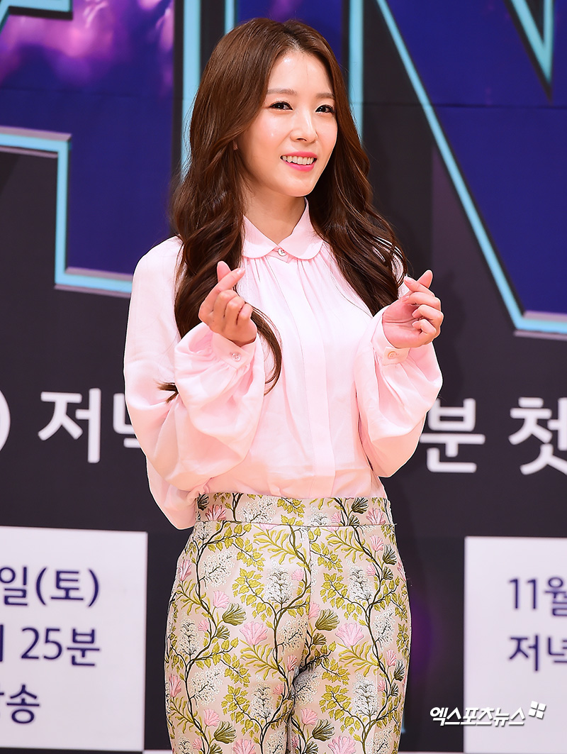 <p> 14 afternoon Seoul MOK-Dong SBS open in SBS new Fly to the Sky more fans(THE FAN) production presentation and attend the BOA family photo time.</p>