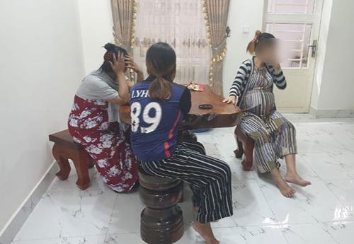 캄보디아 '아기공장'서 체포된 대리모들 [크메르 타임스 캡처]