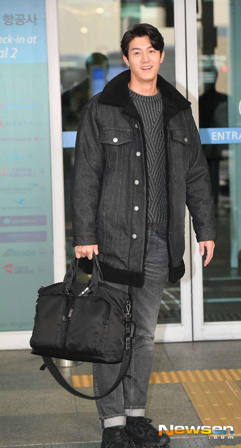 <p>Actor Lee Ki-woo 11 15 am airport fashion and e-mart KIX Passenger Terminal l through Finland to departure was</p><p>This day, Lee Ki-woo with the departure heading.</p><p>Lee Ki-woo is tvN Seoul Mates Season 2 shooting car from Finland to left.</p>