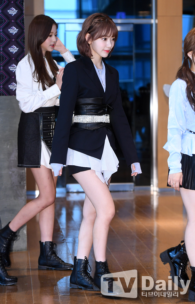 <p> Izone fine with Mana Sakura with 15 Afternoon Seoul MAPO-GU Sangam-Dong CJ E&M opened in the cable TV Mnet M! COUNTDOWN pre-rehearsal photo Chugai Travel to attend.</p><p>This day M! Countdown in K., Hey girl, JBJ95, TWICE, as, in this business, MXM, hot shot, the Dutchman Black, Rose, Golden car, April, Mighty Mouse, straight, Izone, multiplication, a, Monsta X, BtoB, etc ... </p><p>M! COUNTDOWN pre-rehearsal photo</p>