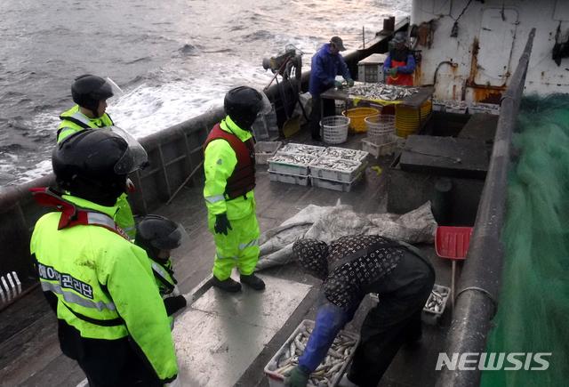 '참조기 어획량 1t 축소' 불법조업 중국어선 1척 나포[스포츠토토 승무패|프로야구결과]