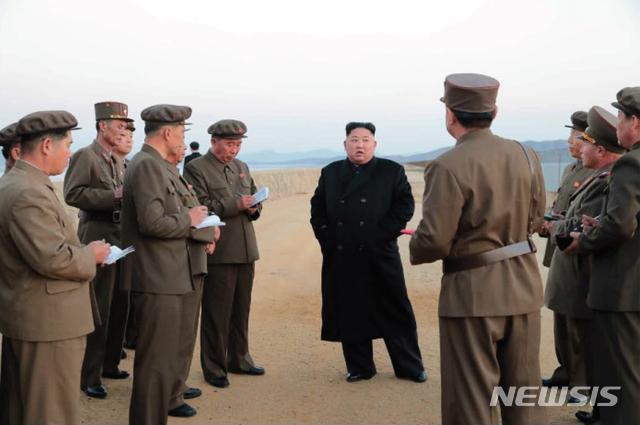 김정은이 지도했다는 첨단전술무기는 무엇?[칼링컵하이라이트|바다스톰릴겜]